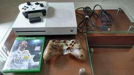 Consola Xbox One S 1Tb+ Batería+ Juego