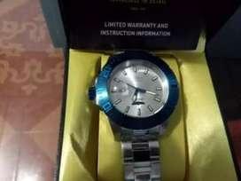 Reloj invicta 14051 totalmente nuevo en su caja con garantía de 5 años PRECIO NEGOCIABLE acepto teléfonos celulares