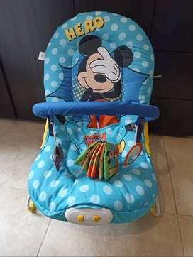 En venta baby bouncer musical (silla mesedora)