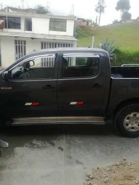 Vendo camioneta Toyota Hilux 4x4 año 2012