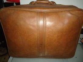 vendo maleta ARMY en cuero buen estado