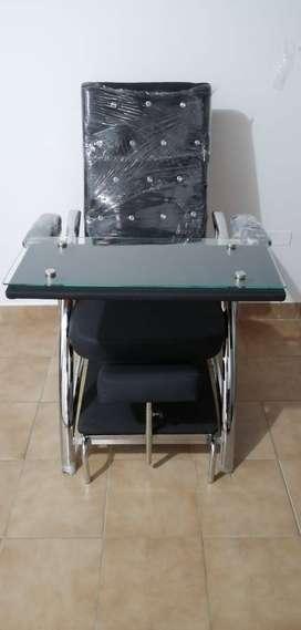 Elegante, cómoda y resistente silla para manicura y pedicura