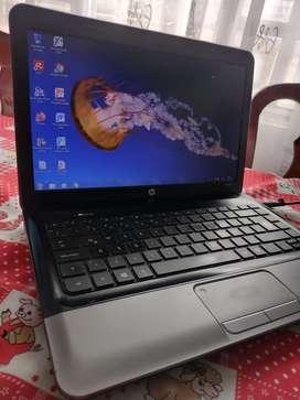Portátil usado hp Disco 390 GB, memoria 4 GB, cargador original.