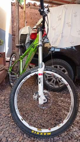 Bicicleta armada parte por parte