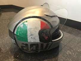 Casco para moto talla M marca AGV