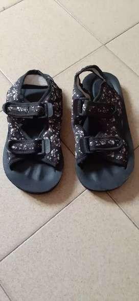 Sandalias niños con abrojos