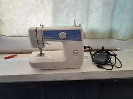 Máquina de coser Brother L-2125