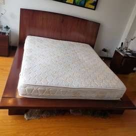 Vendo Cama  Queen con colchón.