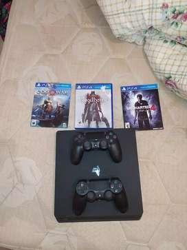Playstation 4 Slim, 3 juegos y 2 Joysticks