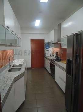 Alquilo amplio departamento totalmente amoblado y equipado en San Isidro