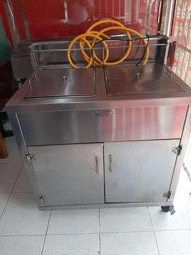 Se vende fritador industrial y vitrina grande poco uso