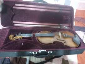 Viola 4/4 casi nueva