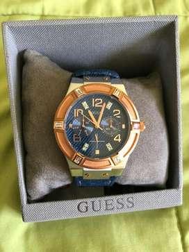 Se vende reloj Guess