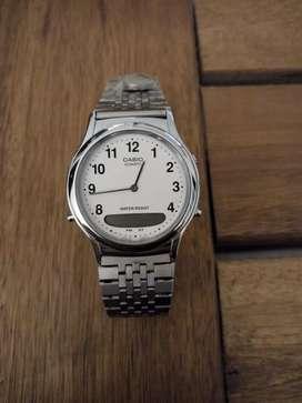 Excelente reloj marca Casio
