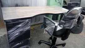 Escritorio modular con silla