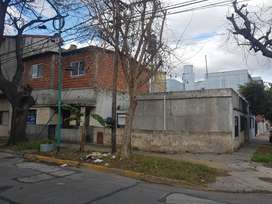 Terreno con casa multifamiliar o ideal constructora