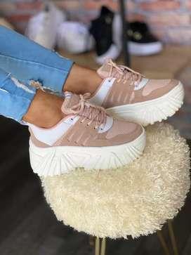 Zapatos para dama y niña , conjuntos casuales para dama