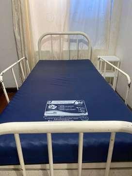 VENDO CAMA TIPO HOSPITAL CON COLCHON ANTIESCARAS