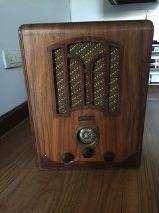 Radio antigua en madera,1.939