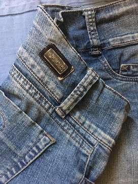 Remate de jeans-blusas-leggins y demas a precio preferencial