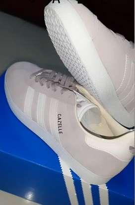 Zapatos Adidas y Kanna