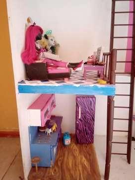 Casita de madera usada con muebles incluidos todo pintado