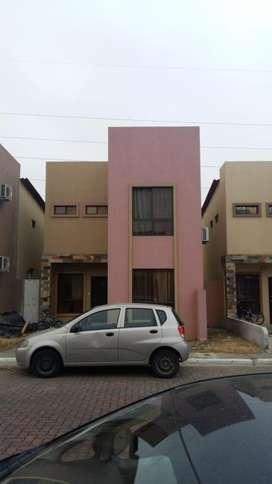 Vendo casa en Urb. Villa club, etapa Iris, aurora, cerca a C.C. El Dorado