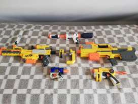 Se venden pistolas Nerf de juguete para niños