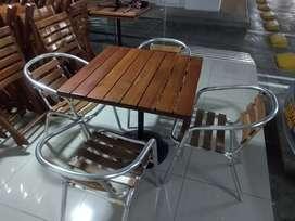 Se vende juegos de mesas y sillas