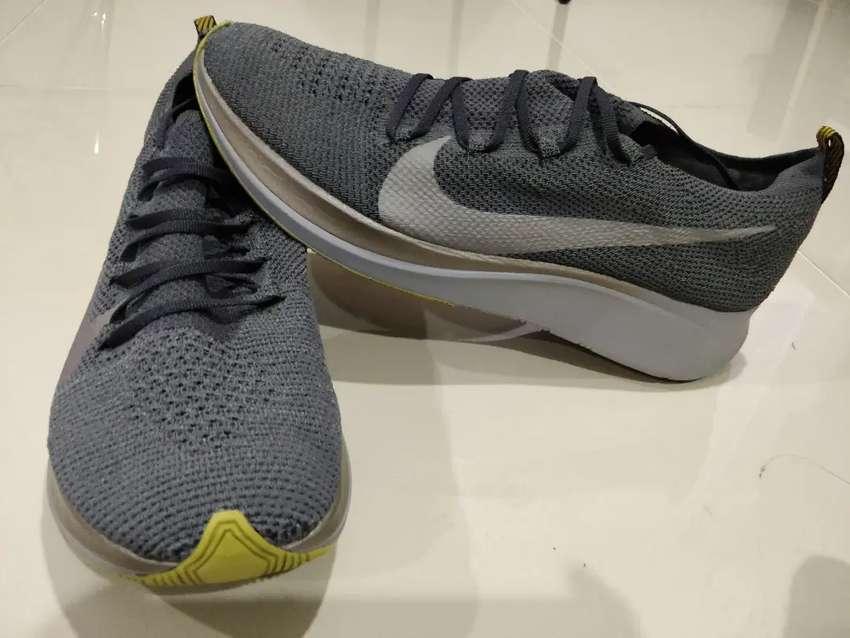Tenis running Nike Zoom Fly 2 Flyknit Gris. Talla  US 10.5. 0