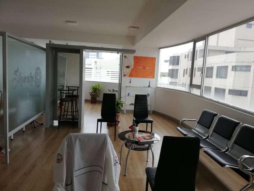 Oficina de venta en centro norte de Quito sector La Carolina Cod: V204 0
