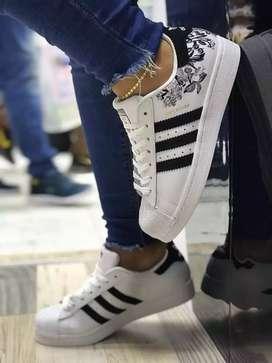 Zapatillas  de diferentes marcas