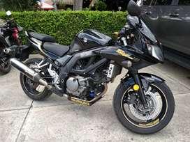 Se vende o cambia moto en excelente