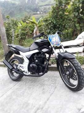 Vendo moto Um 200