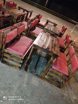 Muebles en estibas juego de sala y juego de mesas