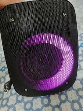 Vendo parlante inteligente recargable Bluetooth
