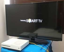 (Leer descripción) Tv Samsung 40 + control + base Mesa