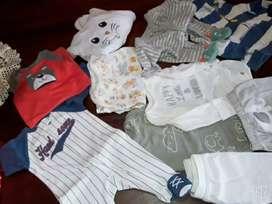 Vendo ropa para bebes todas de marca. La mayoria Carters y hakuna matata.