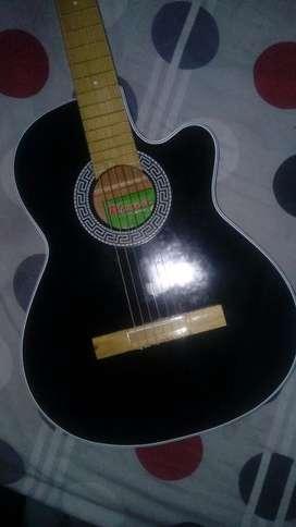 Vendo Guitarra Negra con Estuche Y Uña