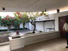 Renta de Casa Para Uso Comercial Ubicado en Urdesa Central.