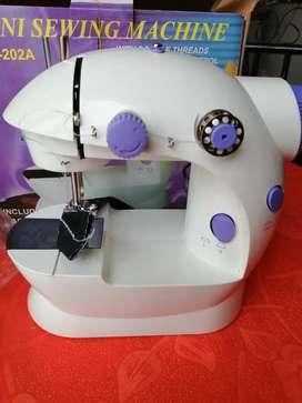 Vendo mini maquina de coser nueva