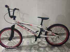 Bicicleta GW ELITE PROXS , frenos tektro