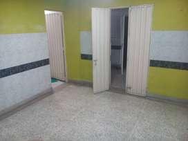 Habitación amplia, baño privado, cerca centro, servicios incluidos.