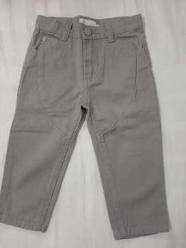 Pantalón gris para bebé