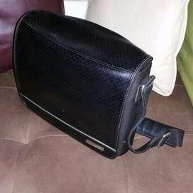 Bolso maletin en cuero para parlante bose portable