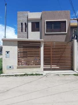 Casa de Dos Plantas con Buhardilla