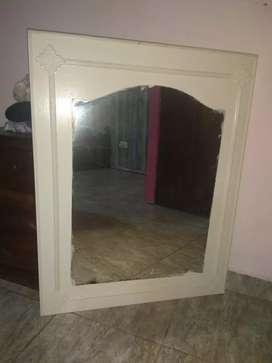 Vendo espejo de marco blanco