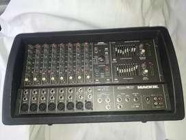 Consola con potencia MACKIE AMERICANA 1200wat
