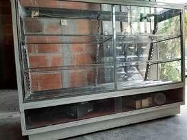 Se vende vitrina en $280.000 negociables...