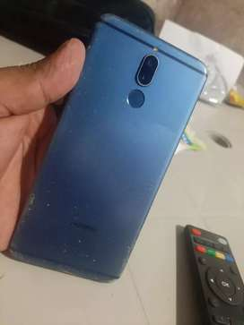 Vendo Huawei  mate 10 lite libre 64gg 4gg ram  dúos libre está trizado pero no afecta en nada